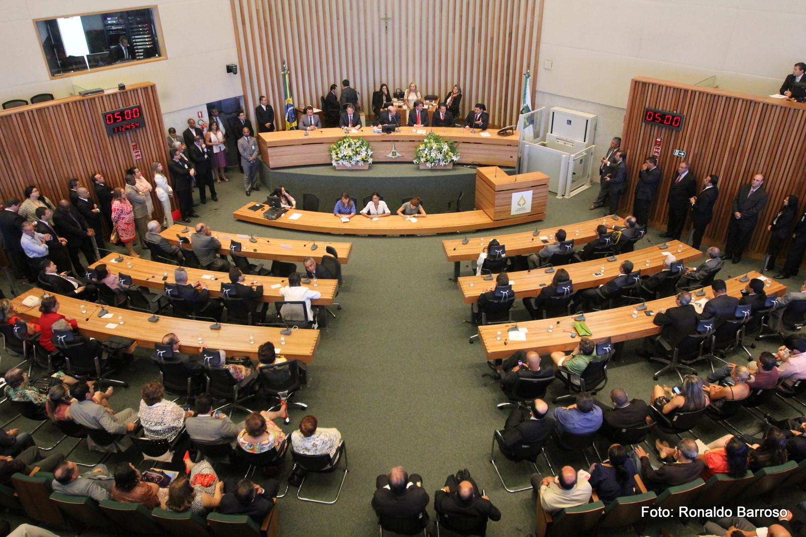 Presidenta da Câmara Distrital é afastada pela Justiça. Nossa Brasília participou da mobilização da Sociedade Civil pelo afastamento.