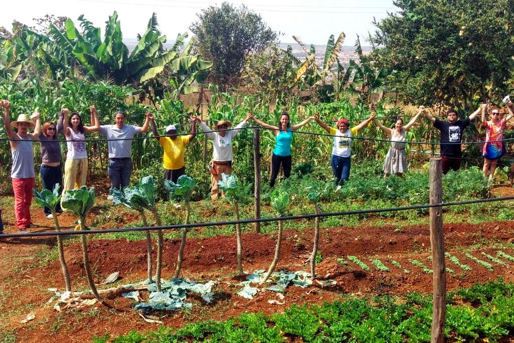 Abraço em Solidariedade às hortas comunitárias de Brasília